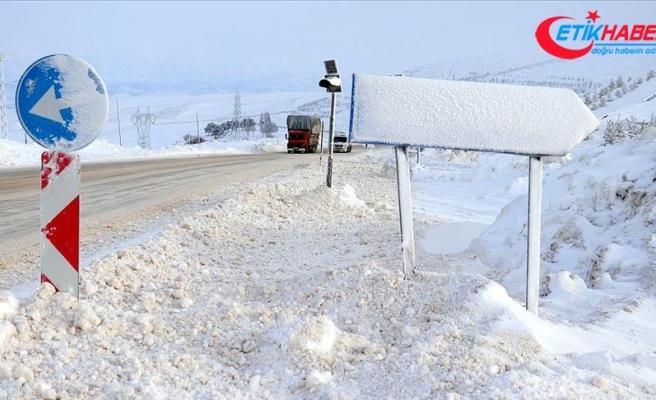 Sivas'ta 532 köy yolu kar nedeniyle ulaşıma kapandı