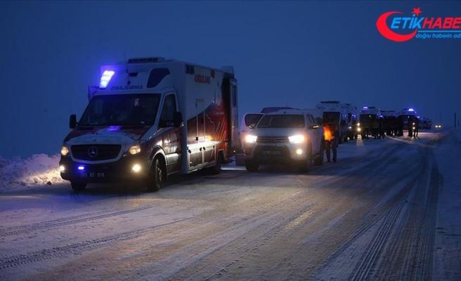 Van'da çığ düşen bölgedeki arama kurtarma çalışmalarına ara verildi