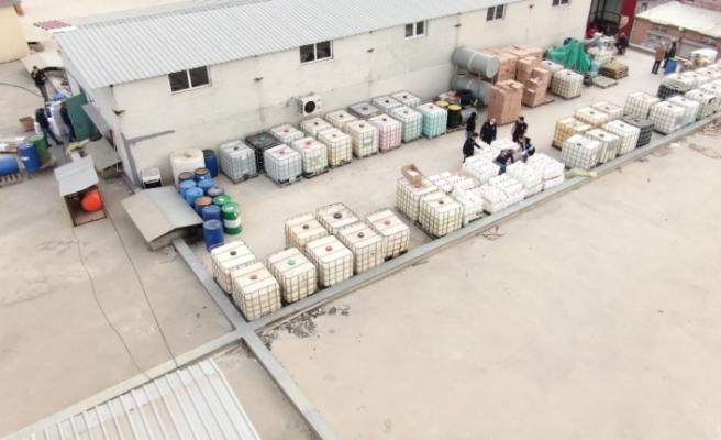 Adana'da 2 milyon liralık sahte dezenfektan ve şampuan ele geçirildi