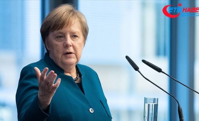 Merkel'in e-postalarının hacklendiği ortaya çıktı