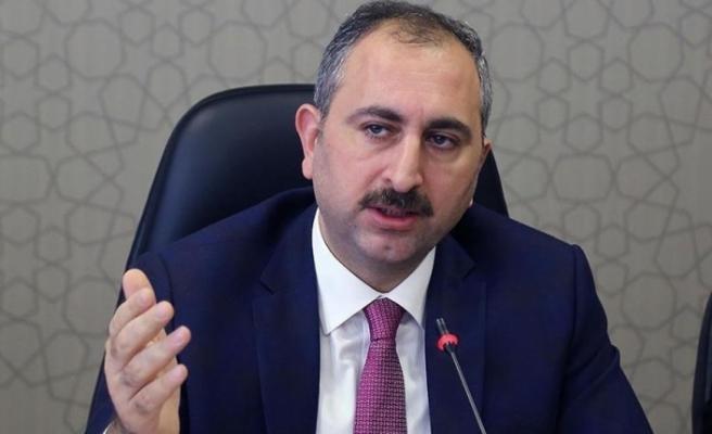 Adalet Bakanı Gül'den büyüklere saygı mesajı: Virüsler gelir geçer; insan olan için geride saygı kalır, sevgi yayılır