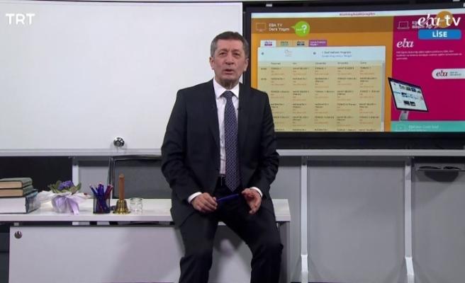 Bakan Selçuk, TRT EBA TV'den öğrenci ve velilere seslendi