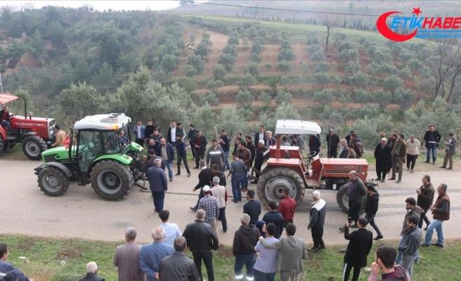 Osmaniye'de 'traktör çekme' yarışmasında renkli görüntüler
