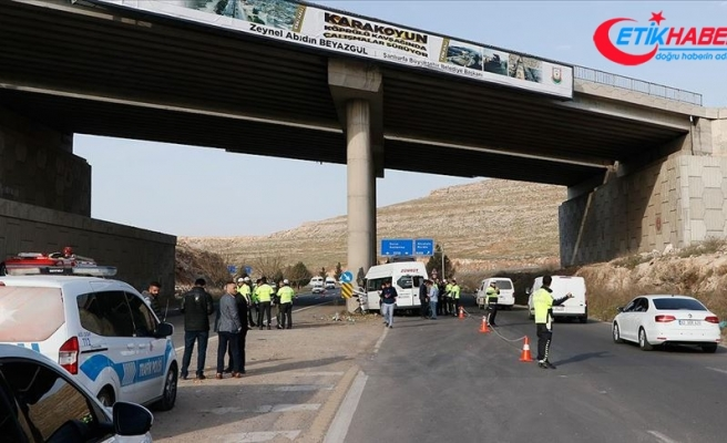 Şanlıurfa'da işçileri taşıyan servis araçları çarpıştı: 18 yaralı