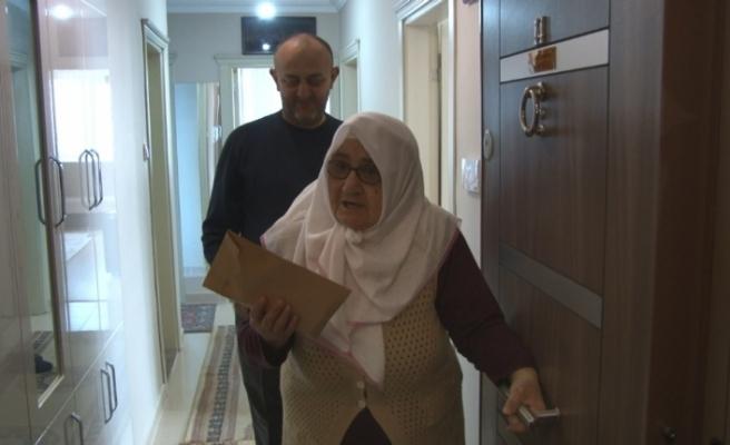 77 yaşındaki Hatice nineden duygulandıran bağış