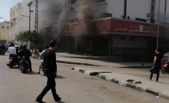 Lübnan'da banka şubeleri ateşe verildi