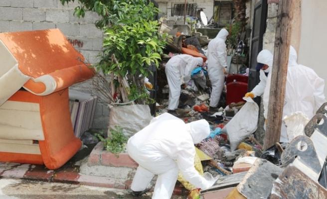 Mersin'de bir evden 30 ton çöp çıktı