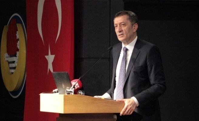 """Milli Eğitim Bakanı Selçuk: """"Yaz tatilinin ortadan kalkması söz konusu bile değil"""""""