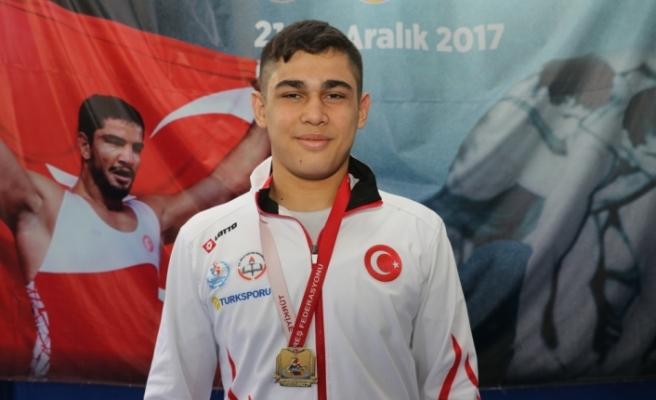 Şampiyon güreşçinin hedefi ilk kez giydiği milli formayla Avrupa'da madalya kazanmak