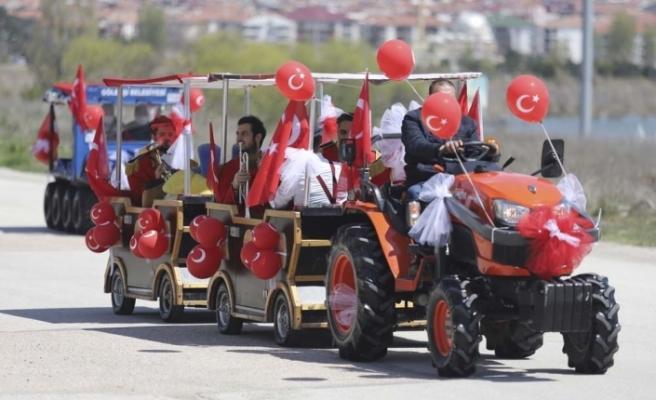 Sokağa çıkma kısıtlamasında bandolu 23 Nisan kutlaması