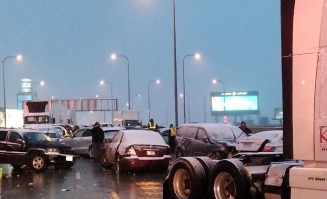 Zincirleme trafik kazasında yaklaşık 60 araç birbirine girdi