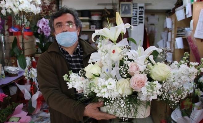 Anneler Günü çiçeklerine virüs önlemi
