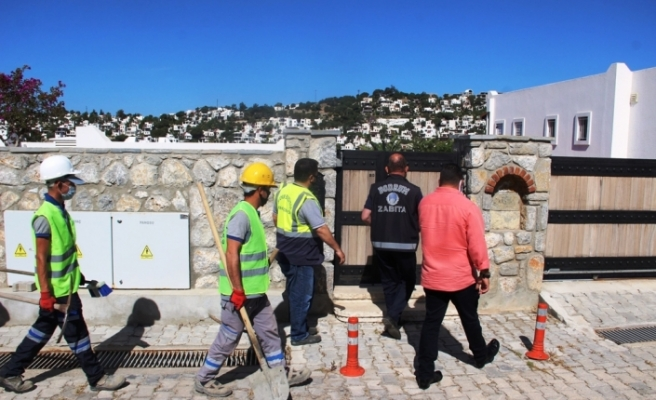 Belediye ekipleri, Yılmaz Özdil'in villasında yıkım çalışmalarına başladı