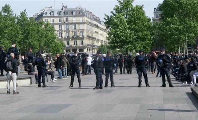 """Fransa'da """"Sarı Yelekliler"""" polis engeline takıldı"""
