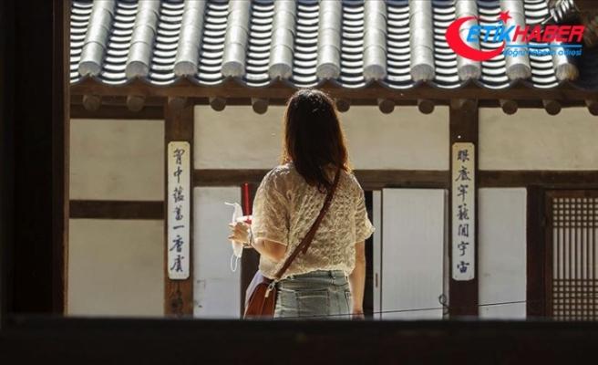 Güney Kore'de okullar kademeli olarak yeniden açılmaya başladı