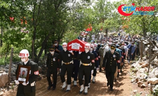 Hakkari'de şehit olan Piyade Er Halil Çakır son yolculuğuna uğurlandı