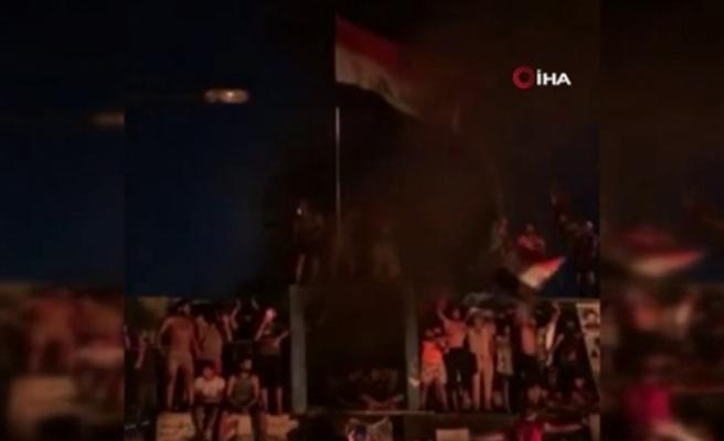 Irak'ta yeni hükümet protesto edildi