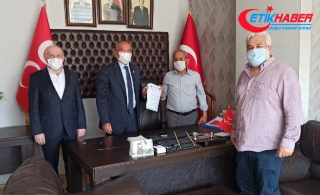 Kadirli'de Meclis Üyesi İP'den istifa edip MHP'ye katıldı
