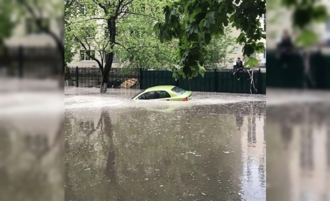 Kiev'i sel vurdu