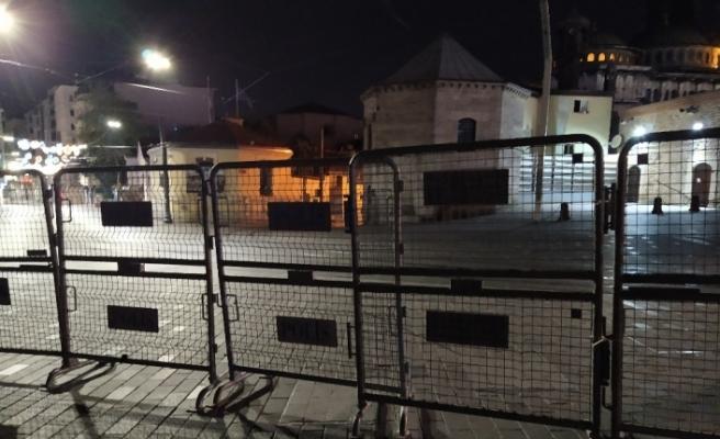 Kısıtlamanın başlamasıyla Taksim Meydanı boş kaldı