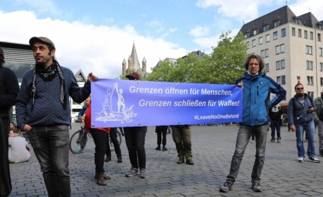 Köln'de sosyal mesafeli 1 Mayıs