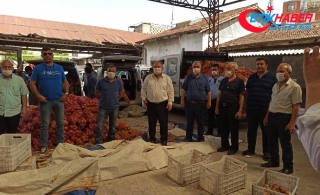 MHP'li İlçe Belediye Başkanı 2500 Aileye 10 Ton Patates ve Soğan Dağıttı