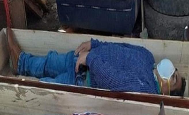 Perulu belediye başkanı karantinayı ihlal etti, yakalanınca tabuta girip ölü taklidi yaptı