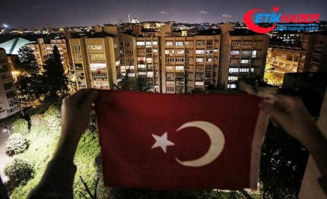 Türkiye 19.19'da İstiklal Marşı için balkonlarda olacak