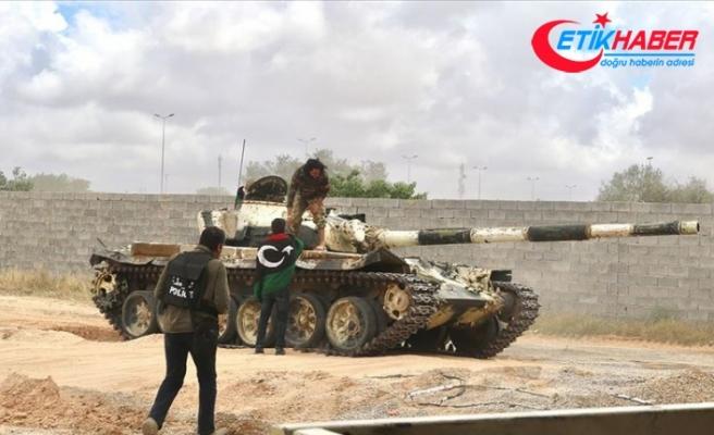 Vatiyye Hava Üssü'nde bulunan 6 Hafter milisi Libya Ordusuna teslim oldu