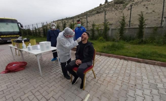 Yeni Malatyaspor'da futbolculara ve kulüp çalışanlarına korona virüs testi yapıldı