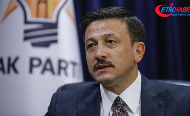 AK Parti'li Dağ'dan Tunç Soyer'e 'bayrak ve para' tepkisi