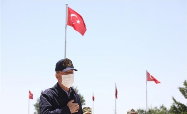 Bakan Akar, Pençe-Kaplan Operasyonu'nu sınır hattından takip ediyor