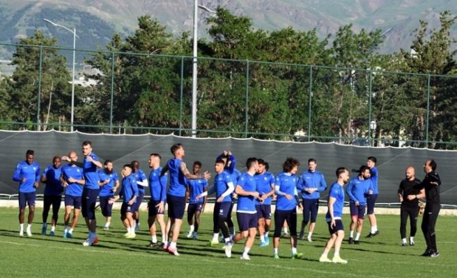Erzurumspor'da bir futbolcunun daha Kovid-19 testi pozitif çıktı
