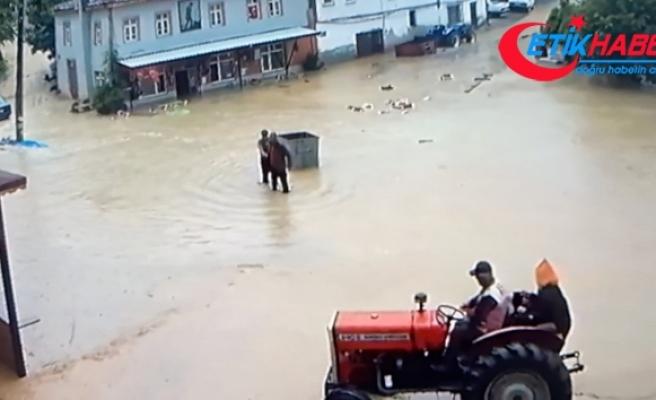 Bursa'yı sel aldı, 350 yıllık köy sel sularına böyle teslim oldu