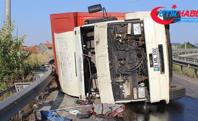 Devrilen kamyonet sürücüsü 'Gözümü güneş aldı' dedi