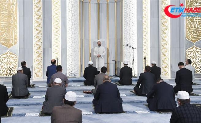 Diyanet İşleri Başkanı Erbaş, Ahmet Hamdi Akseki Camisi'nde sabah namazı kıldırdı