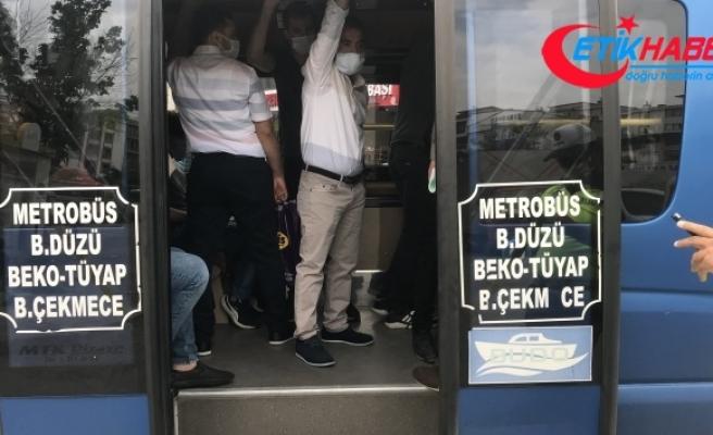 Esenyurt'ta sosyal mesafesiz yolculuk, minibüsten 32 kişi çıktı