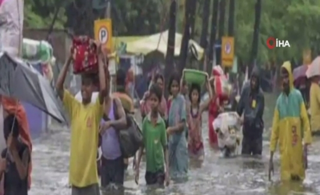 Hindistan'da yıldırım düşmesi sonucu ölenlerin sayısı 130'a ulaştı