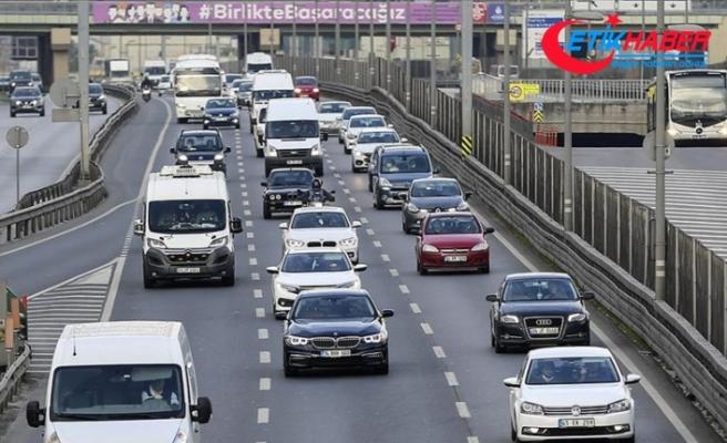 İstanbul'da kontrollü normale dönüşün ilk günü trafik yoğunluğu yaşanıyor