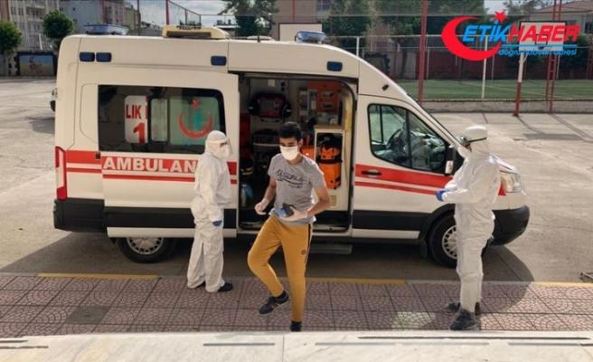 Kovid-19 tedavisi gören gençler ambulanslarla sınav salonuna götürüldü