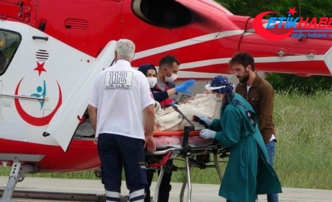 Koyunlarına saldıran kurtlara ateş edince kazara kendini vuran çoban helikopterle hastaneye kaldırıldı