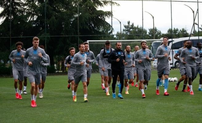 Trabzonspor'da teknik heyet ve futbolcular Kovid-19 testinden geçti