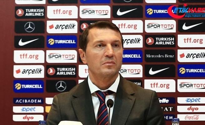 A Milli Futbol Takımı'nın yardımcı antrenörü Bayram Bektaş görevinden ayrıldı
