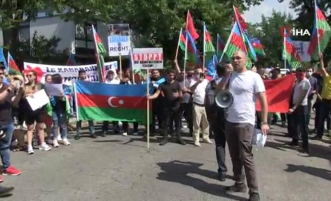 Almanya'da Ermenistan'ın Azerbaycan sınırındaki saldırıları protesto edildi
