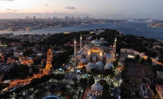 Ayasofya Camii akşam namazında doldu taştı
