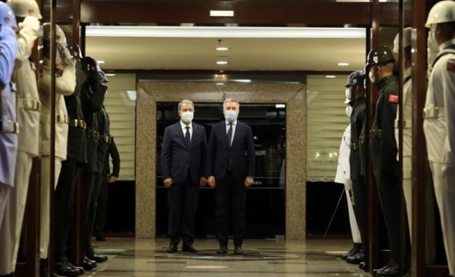 Bakan Akar, İtalya Savunma Bakanı ile görüştü