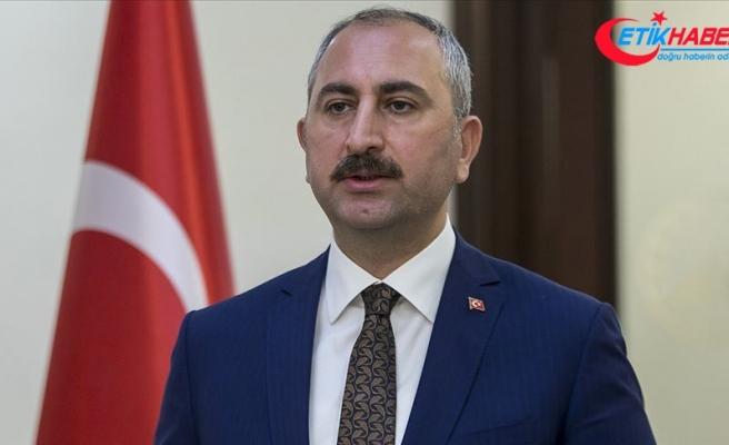 Bakan Gül'den 15 Temmuz mesajı: Hile ve kumpaslarla hukuku çiğneyenlerin yargının hiçbir köşesinde yeri yoktur