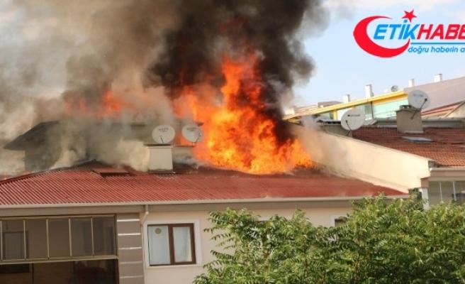 Başkent'te yangın sırasında patlayan tüp aracın üzerine düştü