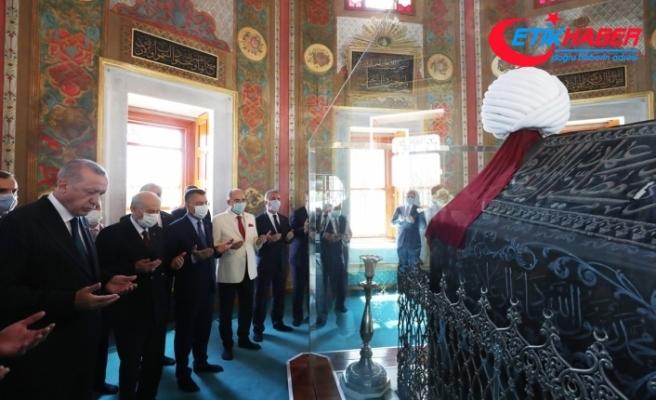 Cumhurbaşkanı Erdoğan ve MHP Lideri Bahçeli, Fatih Sultan Mehmet Han'ın türbesini ziyaret etti: