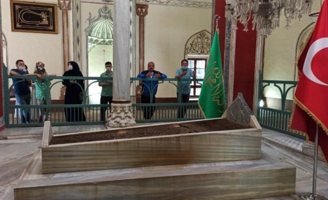 Fatih Sultan Mehmed'in babası Sultan 2. Murad'a Ayasofya müjdesi